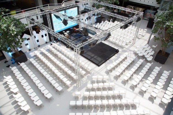 161206132059.De Woonindustrie Catering Lokaal 0280.resized.1280x0 600x400 - Projectstoel Arena