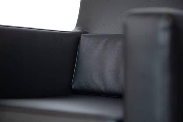 NielsRemigius OkidoBV 170 600x400 - Beukenhouten fauteuil Windsor