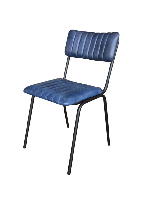 De stoel Maxim blauw is stapelbaar
