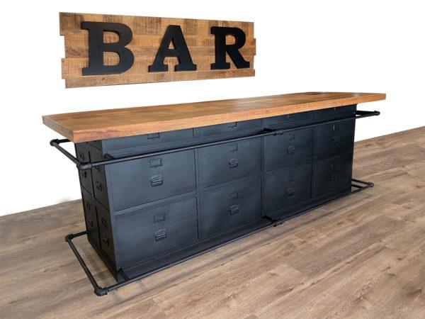 Bar sepp van metaal en mangohout